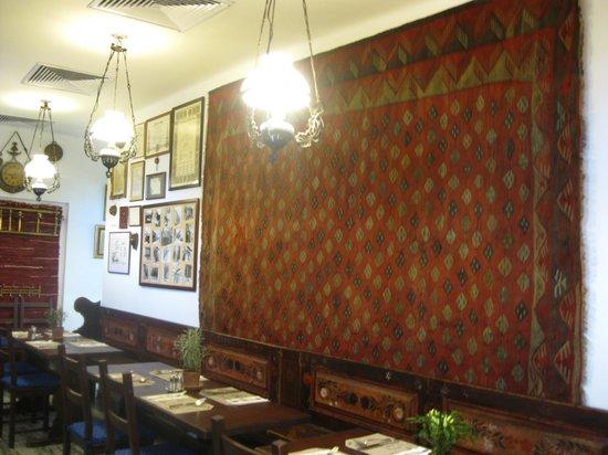 Aranysarkany Vendeglo : mooi interieur
