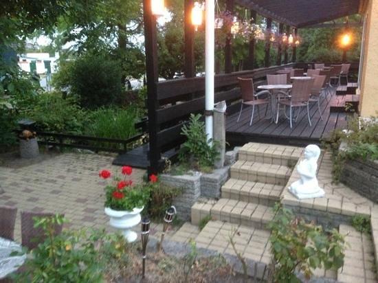 Ella's Restaurant & Konditori: gårdhave 2