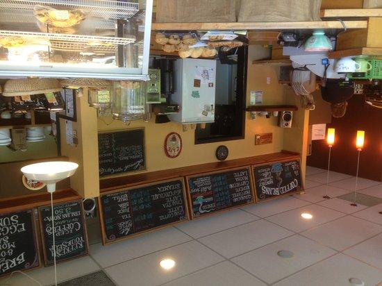 Cafe Aroma: getlstd_property_photo