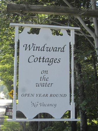 Windward Cottages: The sign from the road