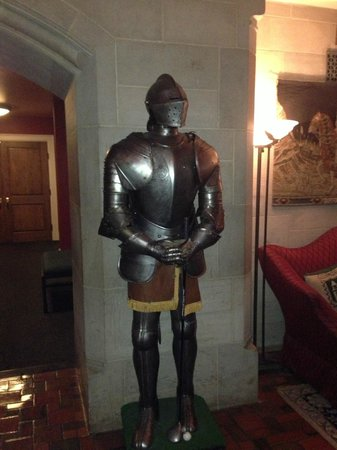 The Bertram Inn at Glenmoor: Knight in Shining Armor