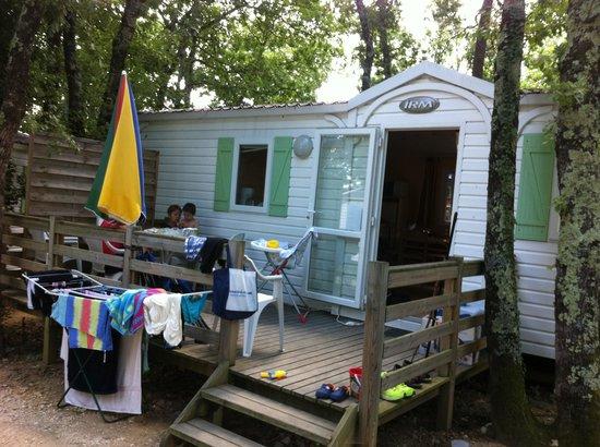 Camping Domaine de Chaussy : photo bungalow 5-6 personnes