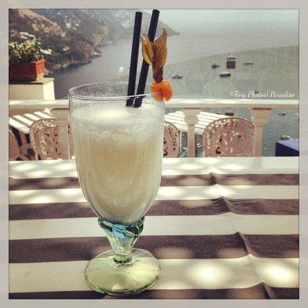 Hotel Villa Franca: A pina colada at the pool