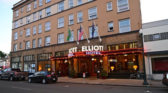 Hotel Elliott: The Street Front!