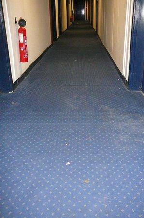 Appart'City Paris Alfortville : couloir accés appartement 4ème étage