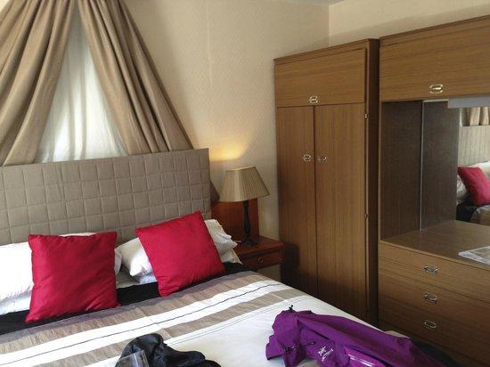 Ferrybridge Hotel: our room