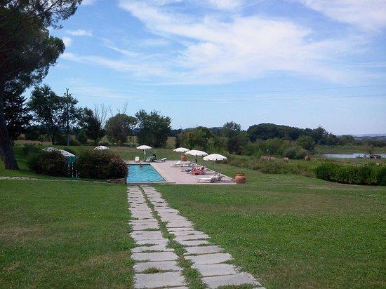 Country Villas Fattoria Le Guardiole: giardino e piscina