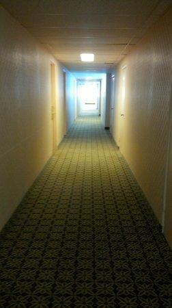 Econo Lodge: hallway