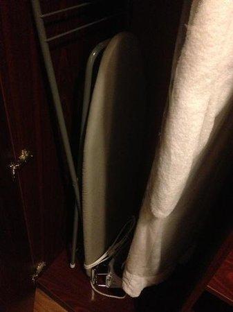 Theater Hotel Almelo: strijkplank en badjas
