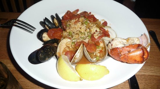 Oceanic Restaurant and Grill: Lobster shrimp clams and mussels paella