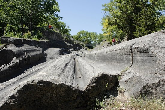 Glacial Grooves State Memorial: view from the entrance side of the monument