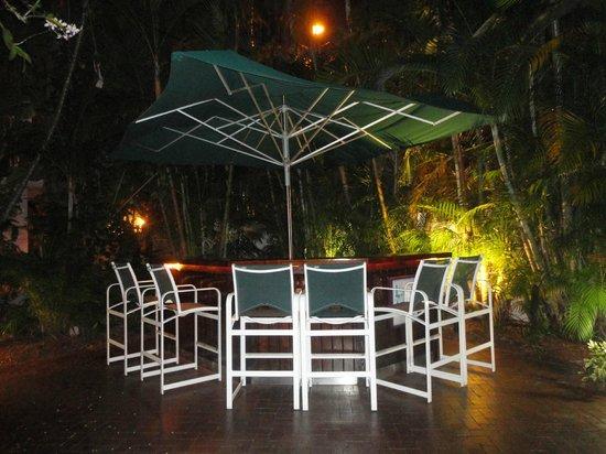 Hotel Lush Royale: Bar area at night