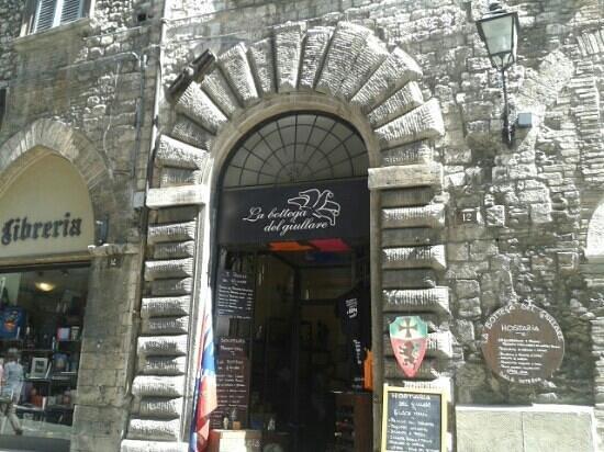 La Bottega del Giullare: nel pieno centro storico!