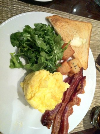 Four Seasons Hotel New York: Here's what a $40 breakfast at Four Seasons looks like. Can get the same one for $4 at Denny's.