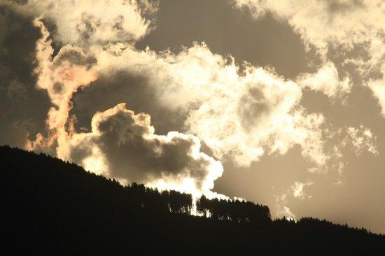 Relais & Chateaux Castel Fragsburg: Vue sur la montagne, à l'est