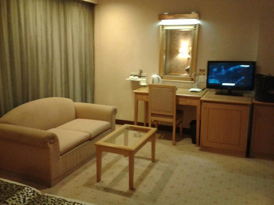 Metropark Hotel Mongkok: Seating area, 2-in-1 desk & vanity table, new flat screen tv.
