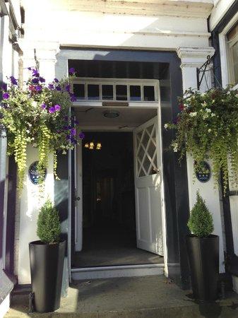 Aberdour Hotel & Restaurant: welcoming front door