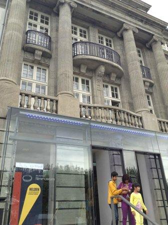 Deutsches Filmmuseum: Front door