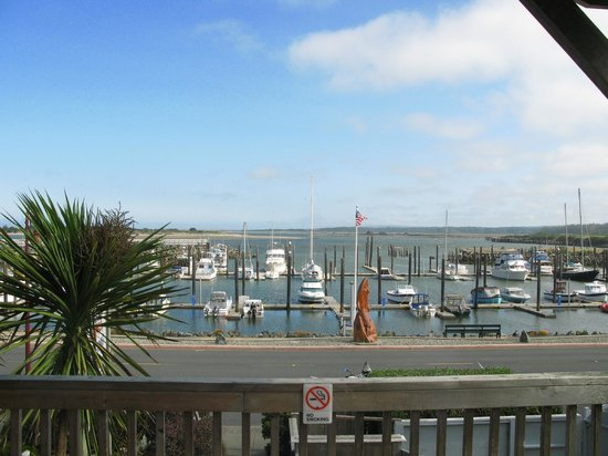 Sea Star Guesthouse: This is the view from the top floor balcony, facing the little port