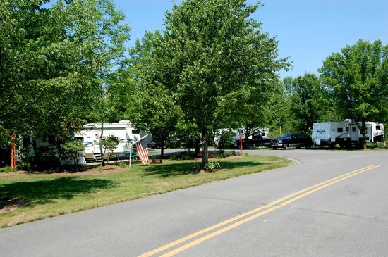 The Villages RV Park: Paved roads throughout the campgroud