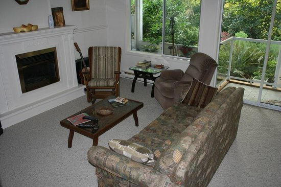 Secret Garden B&B: Your private living room