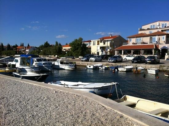 Hotel Delfin : From the small harbour in front of Pansion Delfin