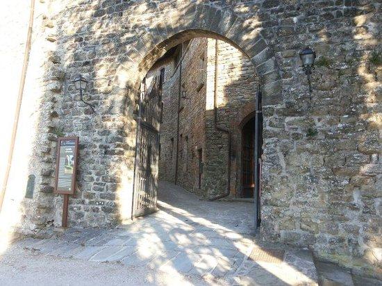 Castello di Petroia : Entrata