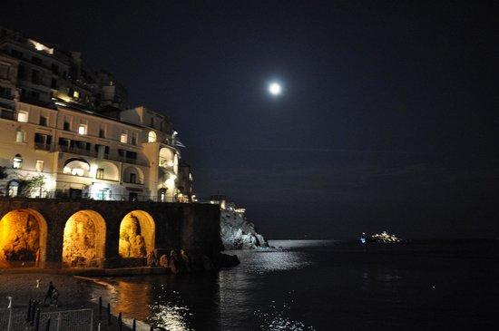 Silver Moon: Panorama notturno dalla terrazza del ristorante