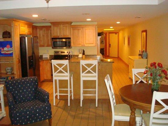 Beachside Colony: Kitchen