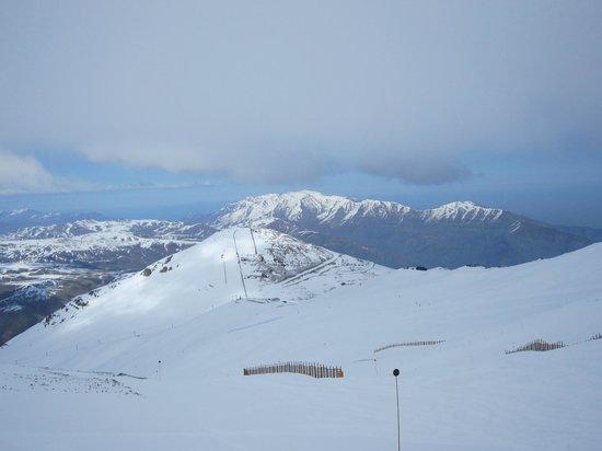 Hotel Posada de Farellones: View from local mountain