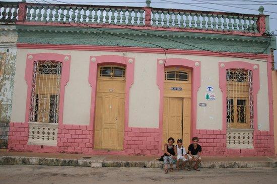 Hostal Del Pino y Belkys: Front