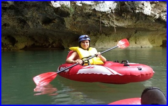 Belize Jungle Trek: Cave Rafting on the river