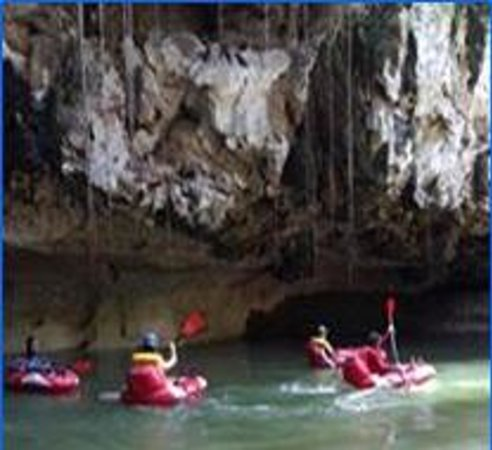 Belize Jungle Trek : cave rafting is great for famiies