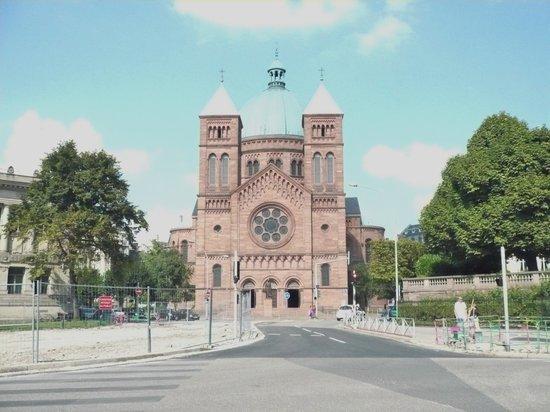 Église catholique Saint-Pierre-le-Jeune