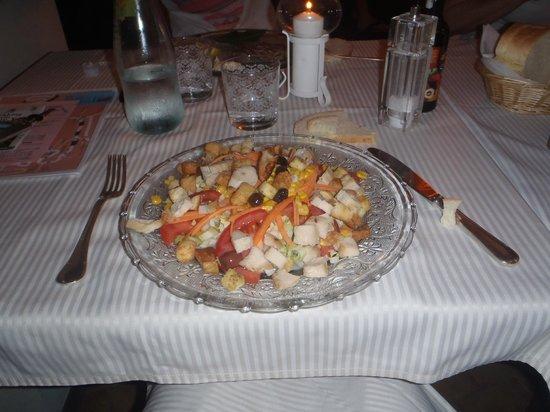 Hotel Monterosso Alto: Ensalada de pollo