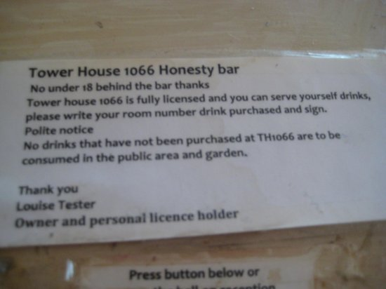 Tower House 1066: bar