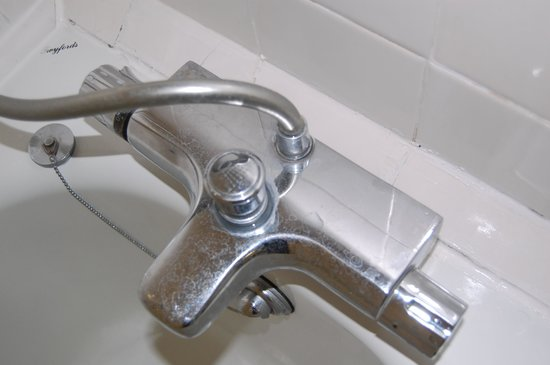 Travelodge Bath Waterside: The Taps havent been cleaned