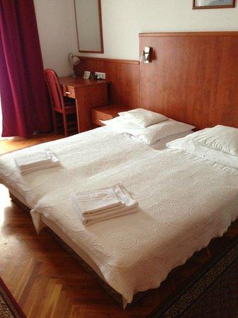 Hotel Pension Helios: Letti