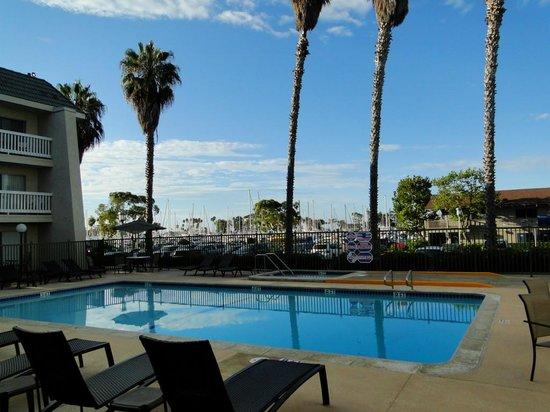 Dana Point Marina Inn : View of Pool from Breakfast Area