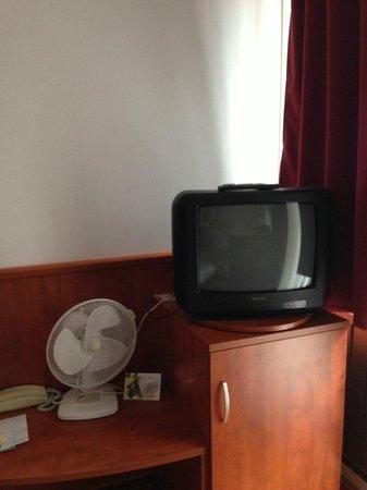 Hotel Pension Helios: TV e ventilatore