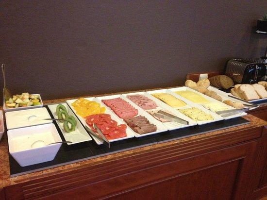 NH Brussels Stephanie: Завтрак