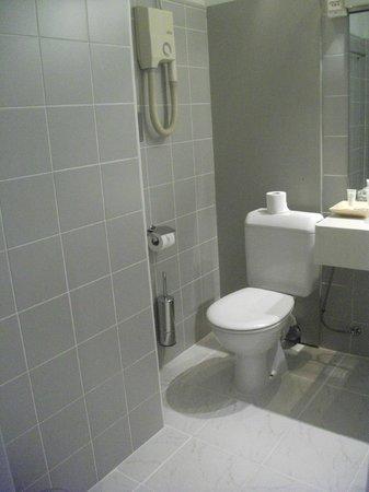 New Hotel Charlemagne : banheiro