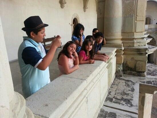 Museo de las Culturas de Oaxaca: niños museando