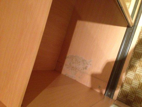 Elite Seef Residence & Hotel: Inside the closet !