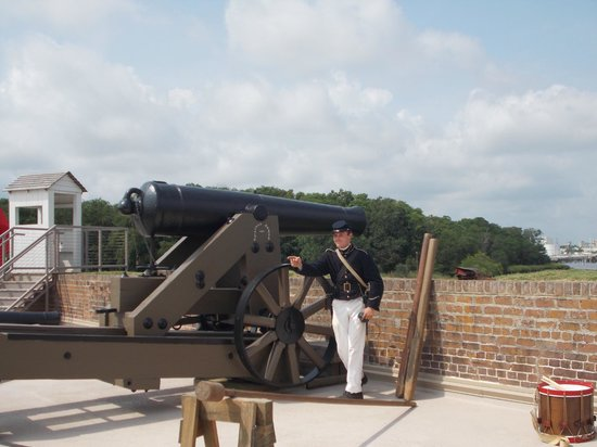 Old Fort Jackson: Telling us how the 4-ton cannon was moved to aim each shot