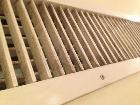 Elite Seef Residence & Hotel: Black smoke and dust all over the air conditioner !