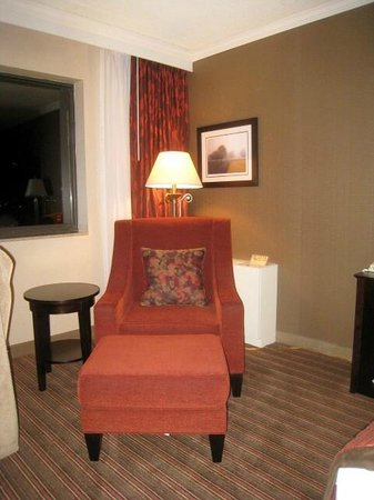 Best Western Premier Nicollet Inn: Easy Chair & Ottaman