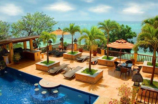 Palm Breeze Villa Boracay Hotel: Pool, sundeck and the sea beyond