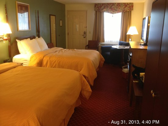 The Branson Clarion Hotel & Conference Center: Room 236...no better than your basic hotel