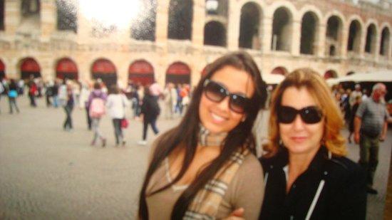 Eu , minha filha e ao fundo Teatro Romano Verona